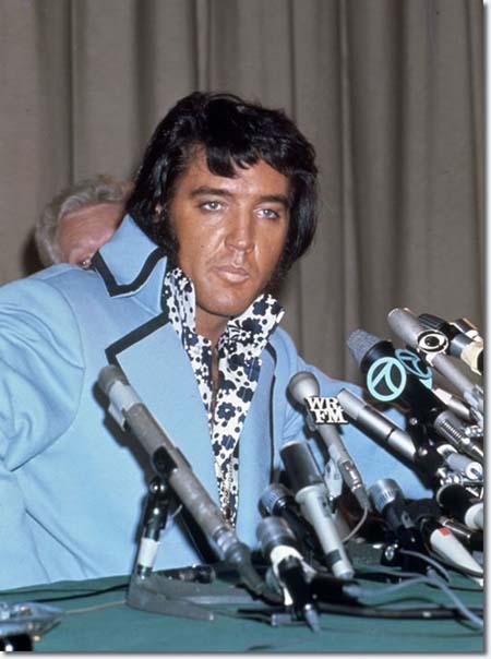 1972_elvis_new_york_press_conference1.jpg
